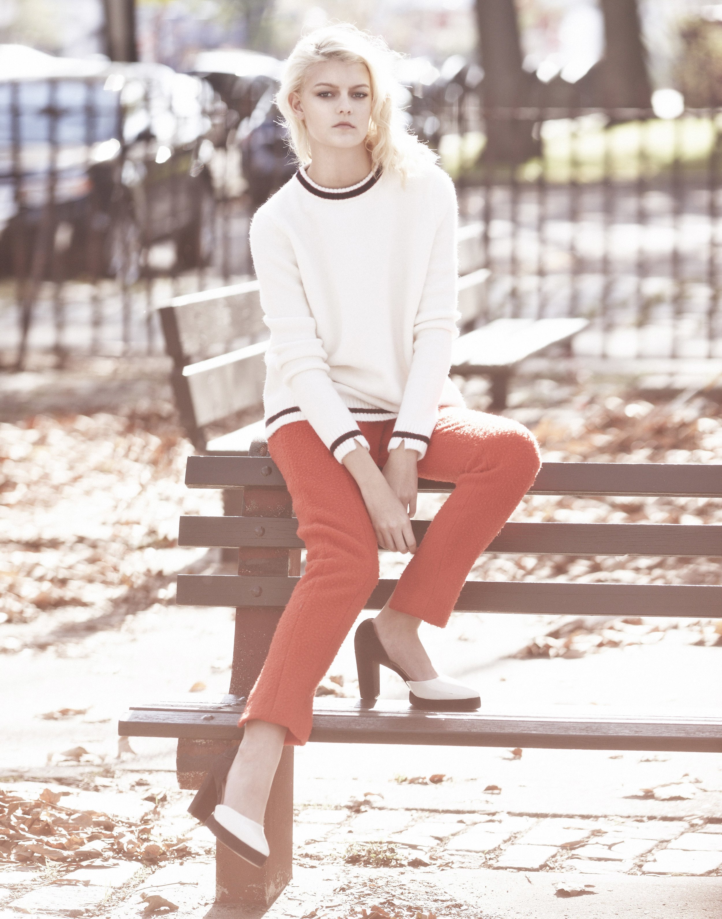 Sarah Fraser  (Wilhelmina) wears a sweater by Zara and pants and shoes by Osklen.
