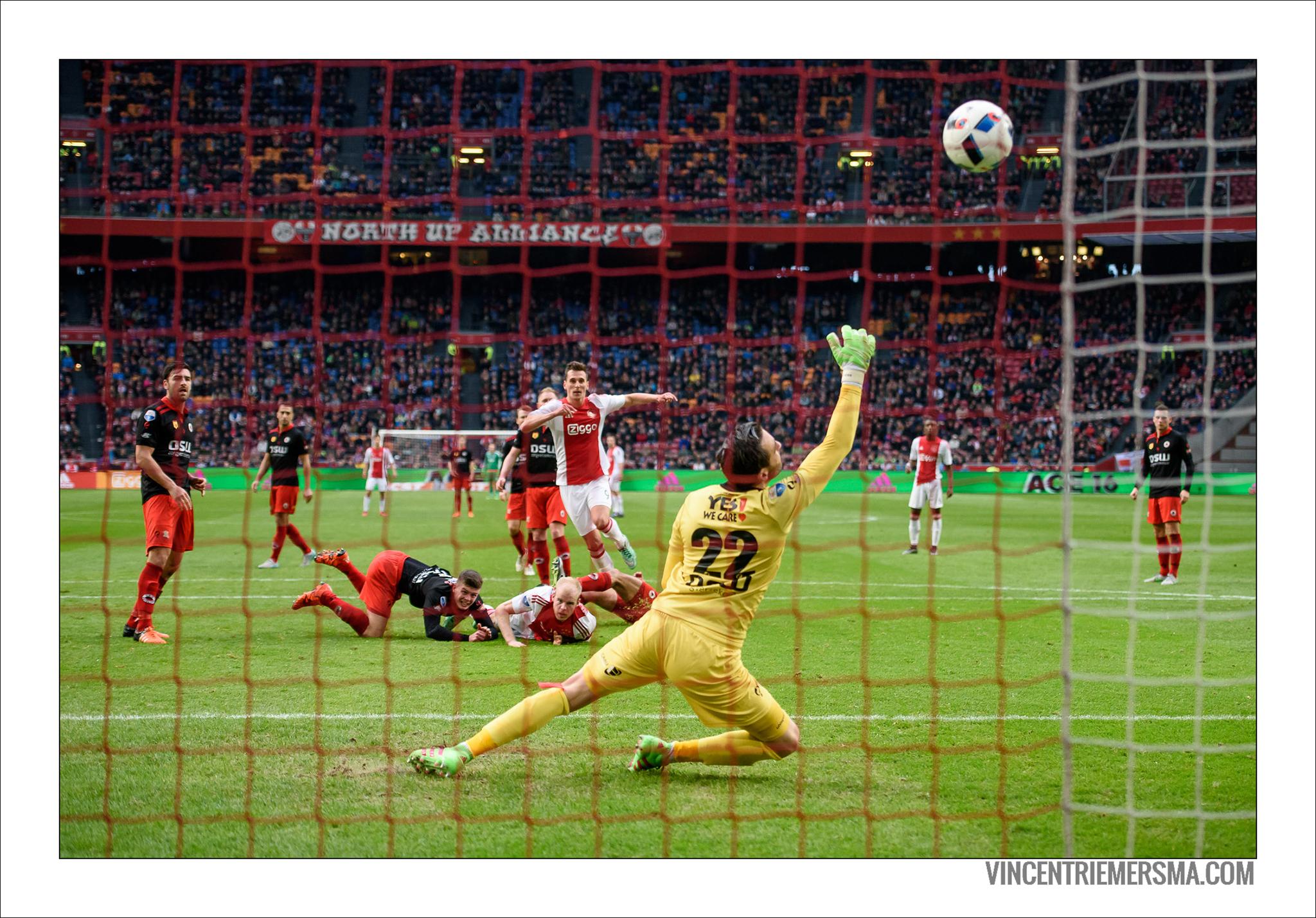 Milik shoots on goal