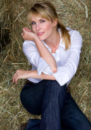 Stephanie Mueterties09Pearl Management.jpg