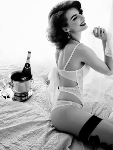 Eliza Trumpe 20 Pearl Model Management.jpg