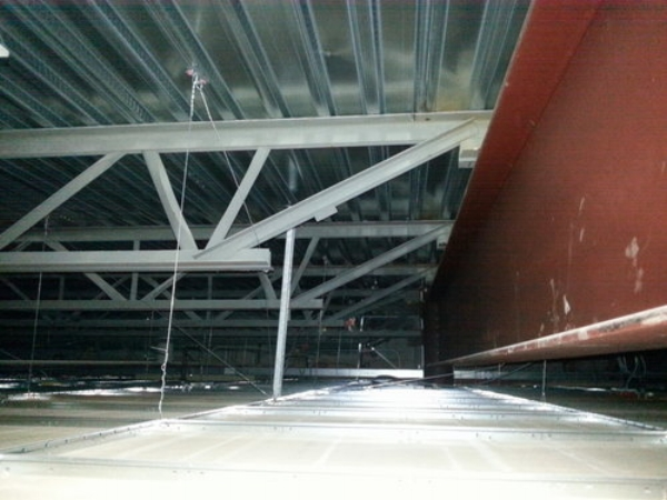 Non-Composite Concrete Slab Supported on Steel Joists and Steel Beams