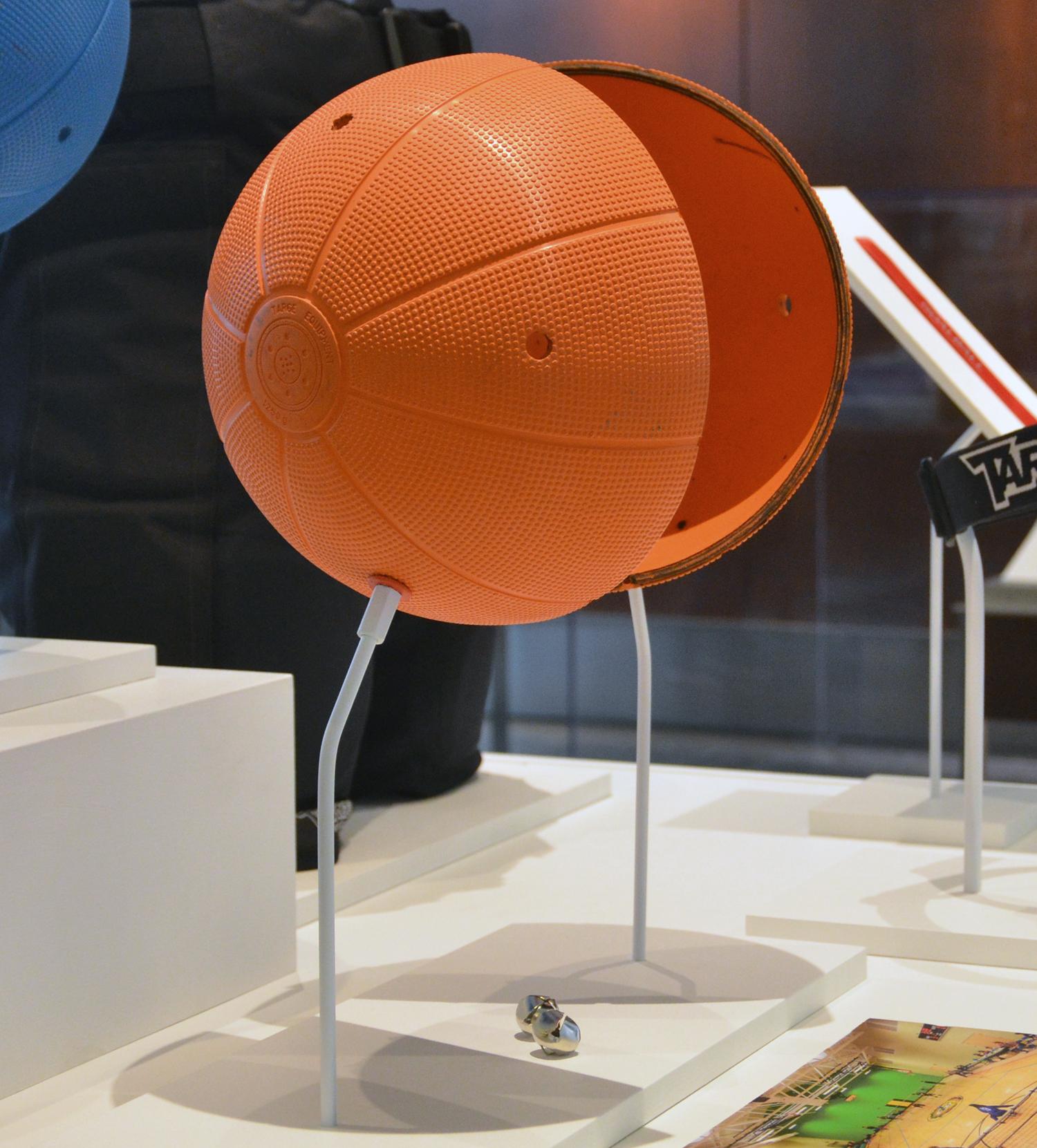 orange ball detail2.jpg