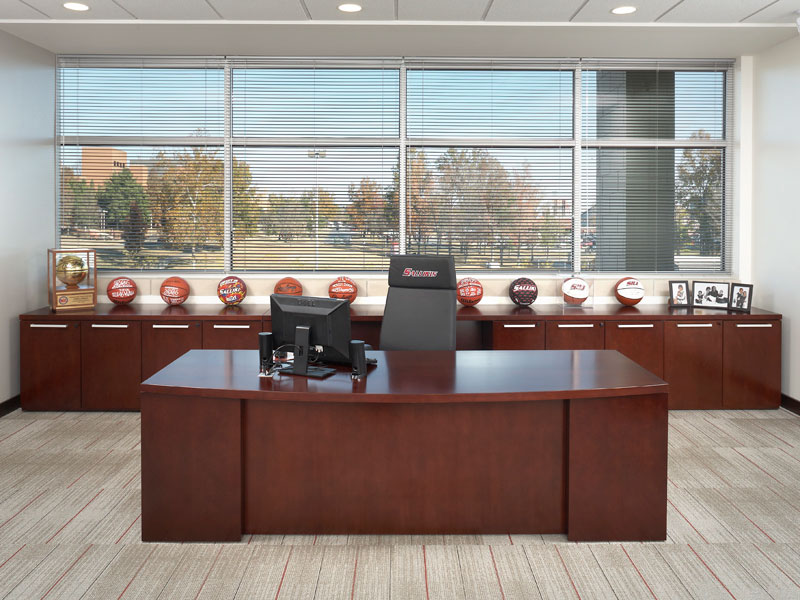 Single workstation created with Footprint worksurfaces and storage with Skye seating