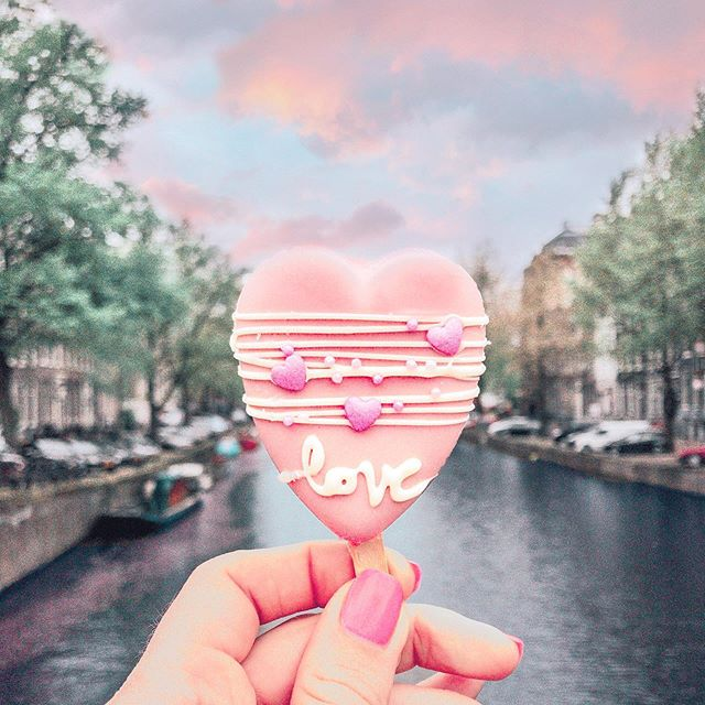 Nothing but 𝕃𝕆𝕍𝔼 for Amsterdam 💗🌸🌷 ⠀⠀⠀⠀⠀⠀⠀⠀⠀ Wrapping up my Netherlands series (for now 😁) but I'm excited to work on some blog posts about my trip now that I'm back stateside. My favorite neighborhood in Amsterdam was the Jordaan, it was so beautiful just wandering around the canals there. It's also the home of @polaberry where you can find @polabur 's gorgeous and delicious baked goods and cute & girly Amsterdam souvenirs. ⠀⠀⠀⠀⠀⠀⠀⠀⠀ Have you been to Amsterdam? And if not, do you have any questions for me, particularly relating to being a solo female traveler there that I can answer in my guide? 😁💗 • • • • • • • • #solotravel #solofemaletravel #architecture #tlpicks #holland #netherlands #iamatraveler #girlsthatsparkle #dutch #dutchtravel #dutchhouses #canalhouse #dametraveler #prettylittleiiinspo #visitamsterdam #femmetravel #Iamsterdam #girlsborntotravel #girlaroundtheworld #girlsabroad #travelgirlsgo #thetravelwomen #ladiesgoneglobal #girldiscoverers #pinktrotters #sheisnotlost #traveladdict #discoverunder5k #openmyworld #girlytravel