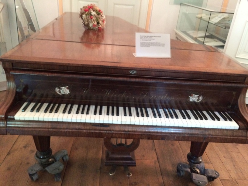 Wilhelm Wieck piano 1860—very beautiful and intimate sound, perfect for Schumann and Brahms intermezzi!
