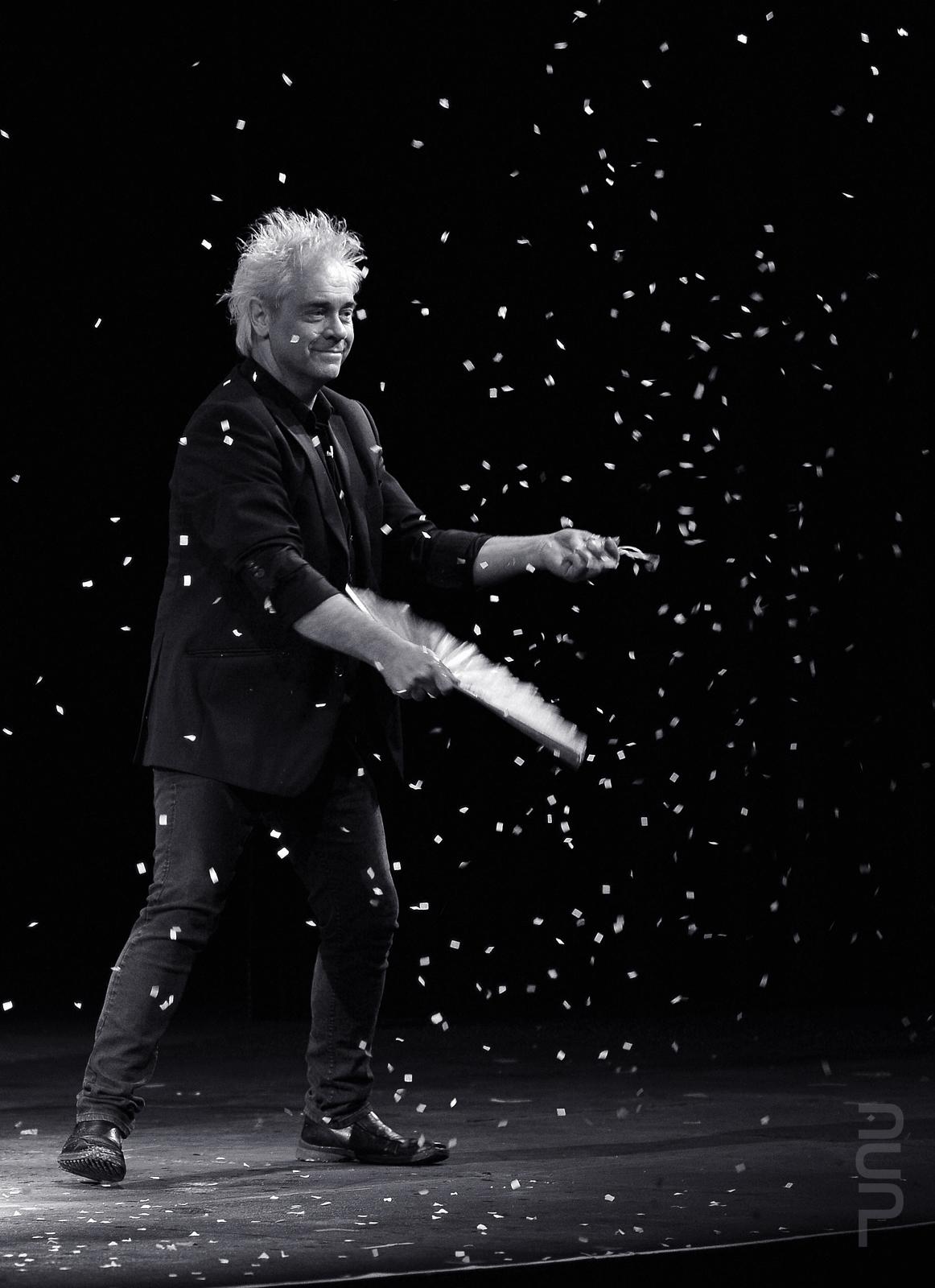 Magician Maxwell Blade