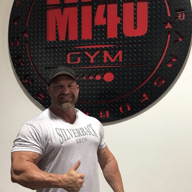 Leg day @mi40_gym  #legday🍑 #silverbackkrew  #bodybuilding#