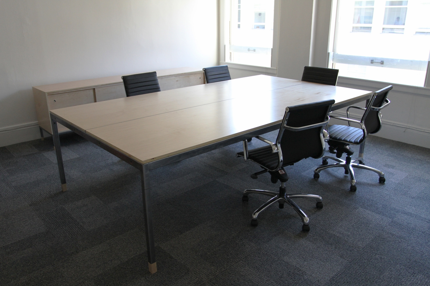 conferencetable_02.jpg