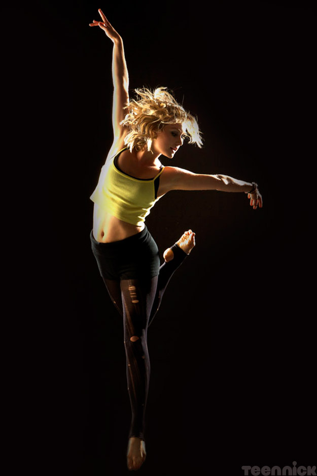 dance-academy-grace-on-black