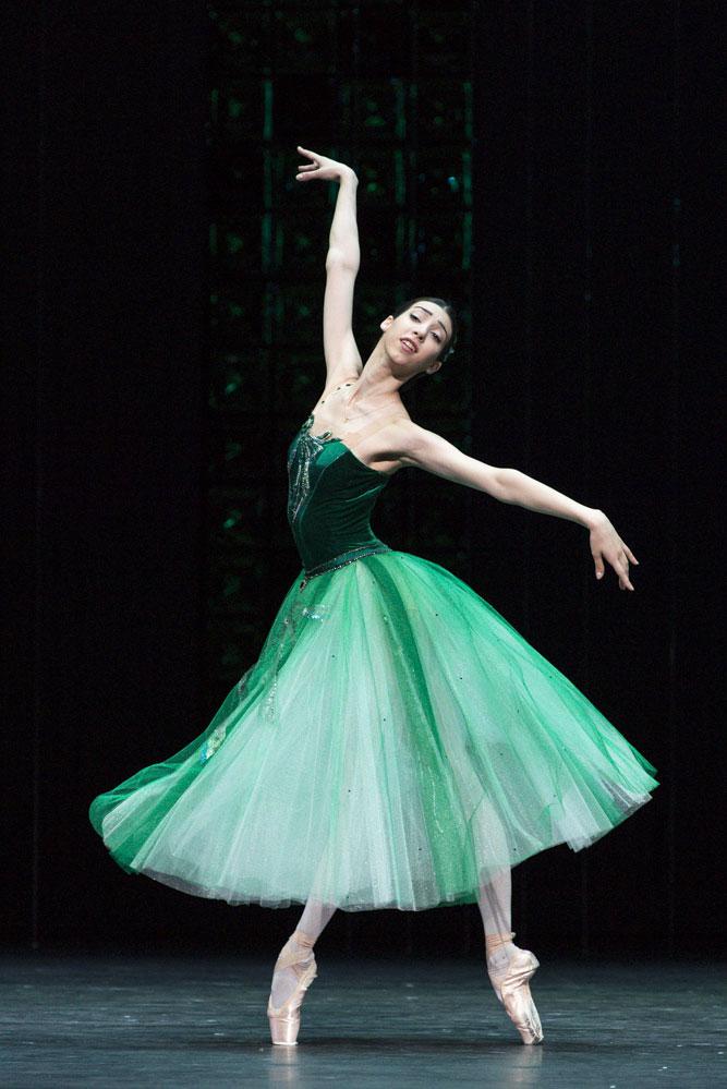 The famous Russian wrists: Ana Turazashvili