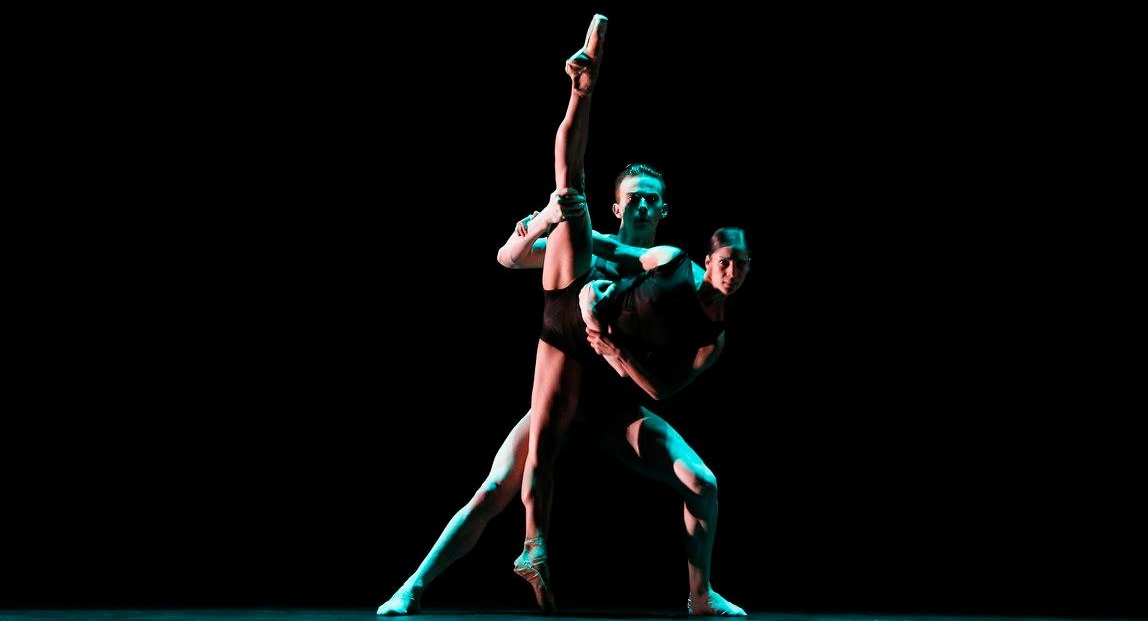 Jarryd Madden and Robyn Hendricks in Wayne McGregor's Infra. Photography Jeff Busby