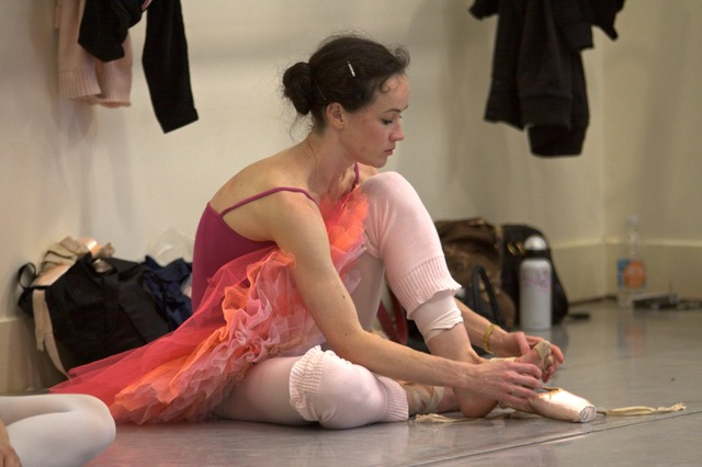 Lucinda in rehearsals with the Australian Ballet, Image courtesy of Lucinda Dunn (Header image: Erik Sawaya)