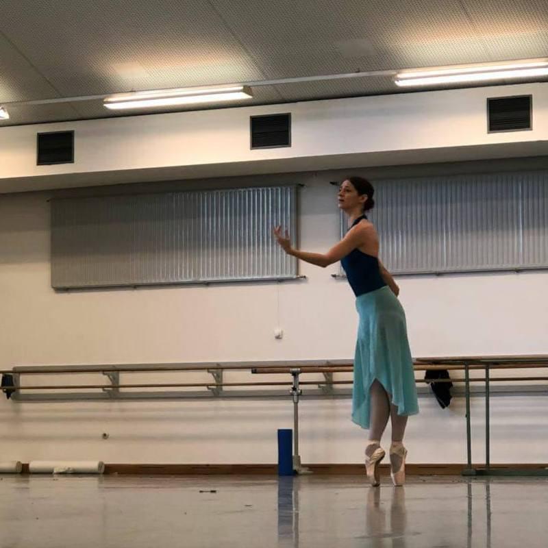 Laurretta in rehearsals, photographs by Ariel Merkuri