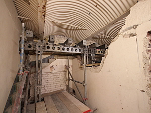 London Bridge Station - Greens Caf  É   Temporary Propping & Jacking