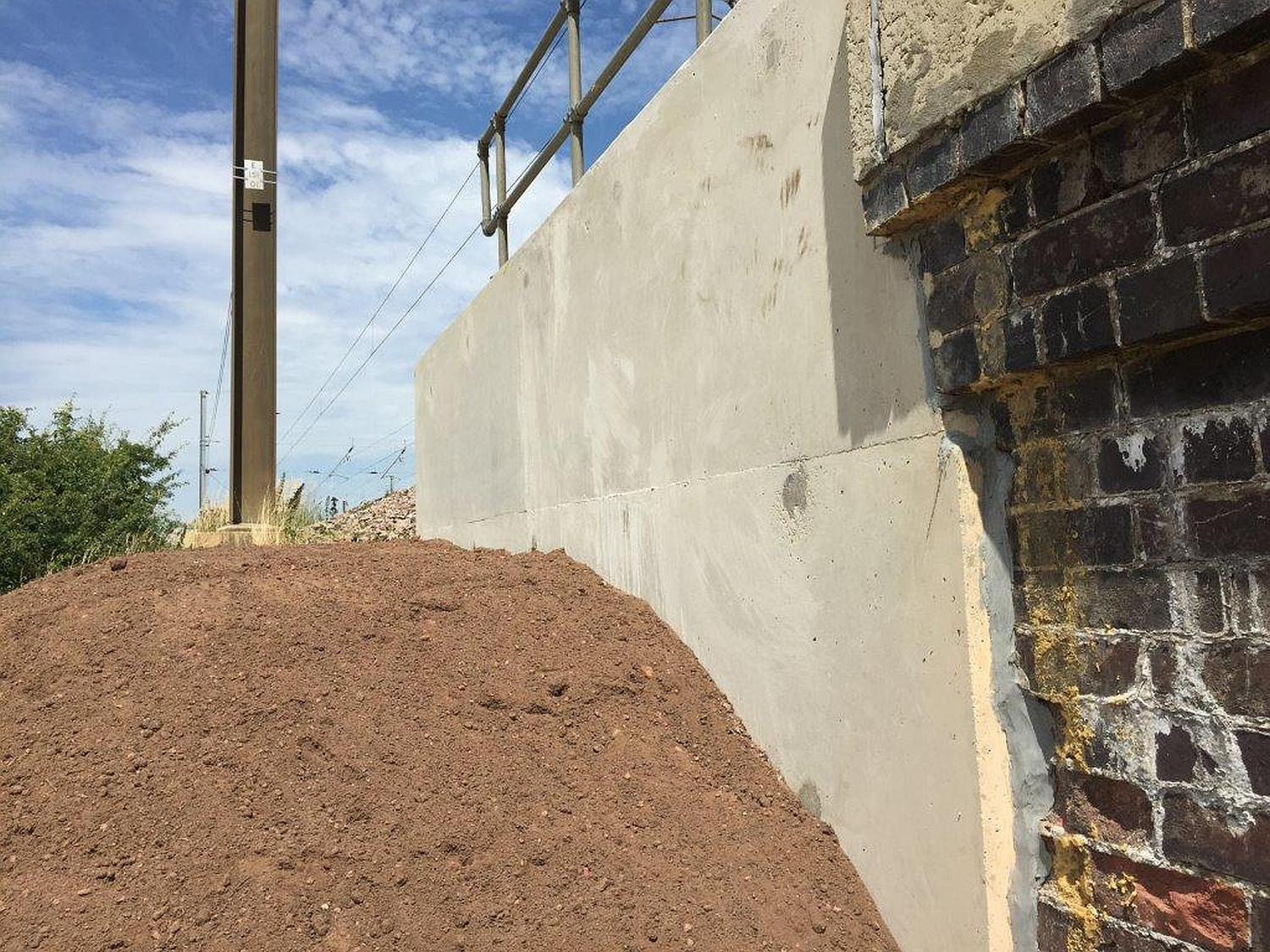 veda_associates_lawn_road_revetment_wall1_complete2.jpg