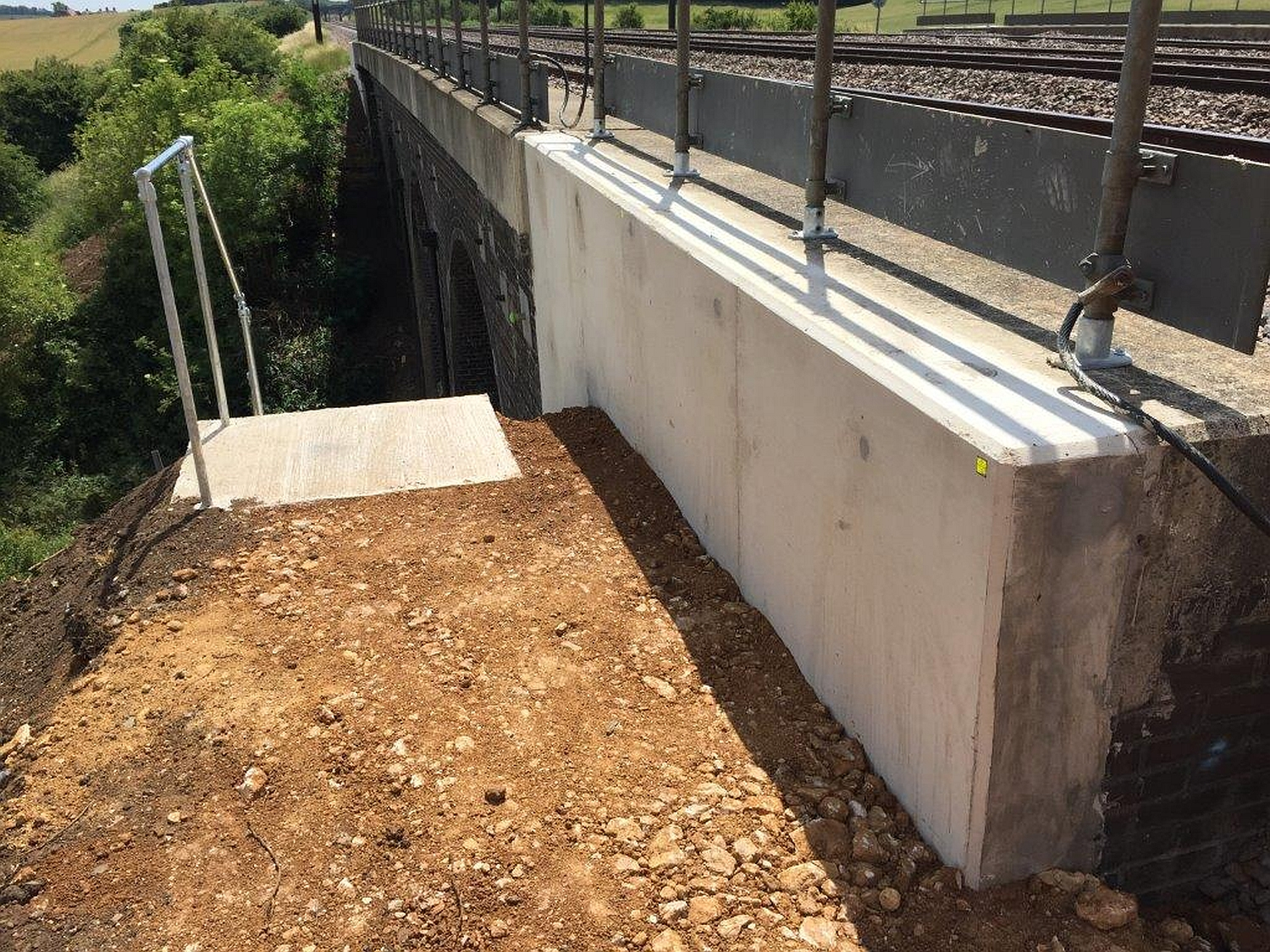 veda_associates_lawn_road_img_revetment_wall2_complete.jpg