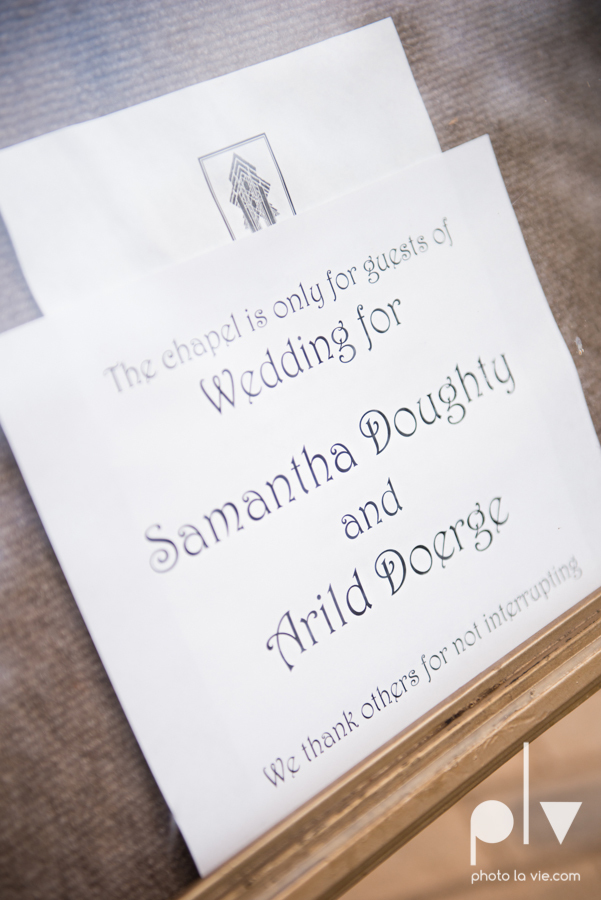 Samantha Arild Ben Wedding Fort Worth Marty Leonard Chapel Ball Eddleman House red lace architecture apple navy Sarah Whittaker Photo La Vie-2.JPG