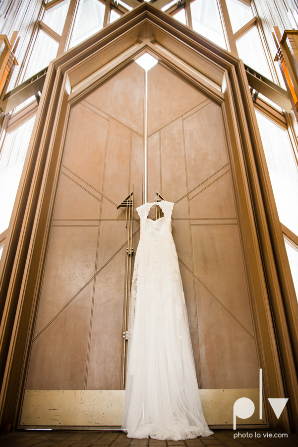 Samantha Arild Ben Wedding Fort Worth Marty Leonard Chapel Ball Eddleman House red lace architecture apple navy Sarah Whittaker Photo La Vie-6.JPG