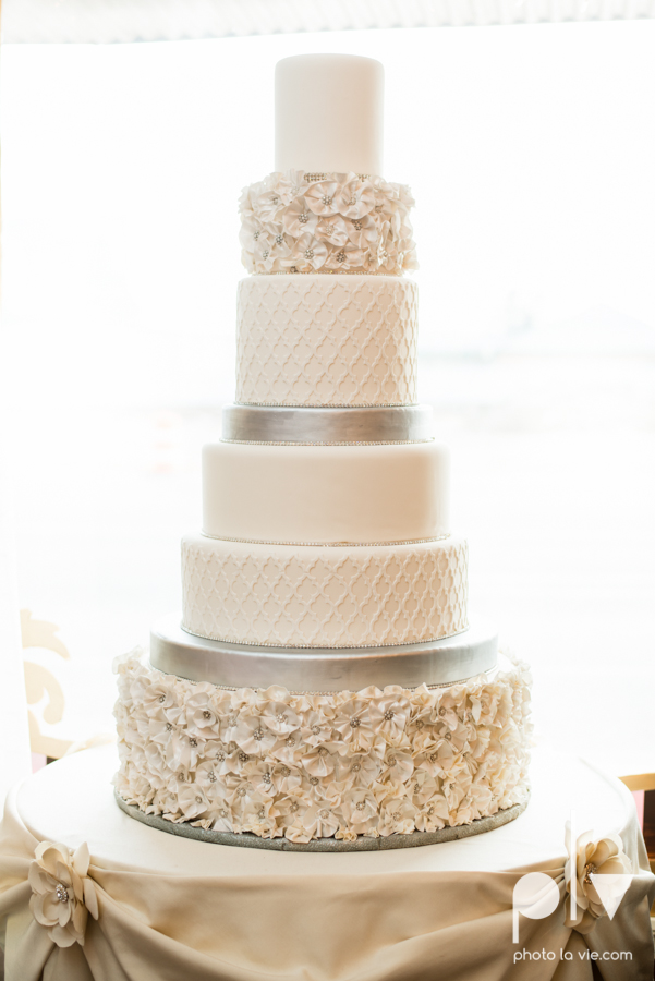 Creme de la Creme Cake Company Fondant round cakes tall classic flowers pattern Photo La Vie-2.JPG