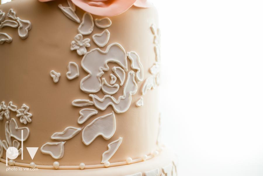 Creme de la Creme Cake Company Fondant round cakes tall classic flowers pattern Photo La Vie-4.JPG