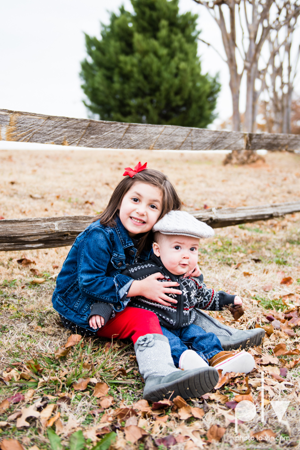 Portrait Session DFW Fort Worth photography family children kids outdoors fall christmas red bow hat fence field trees Sarah Whittaker Photo La Vie-3.JPG