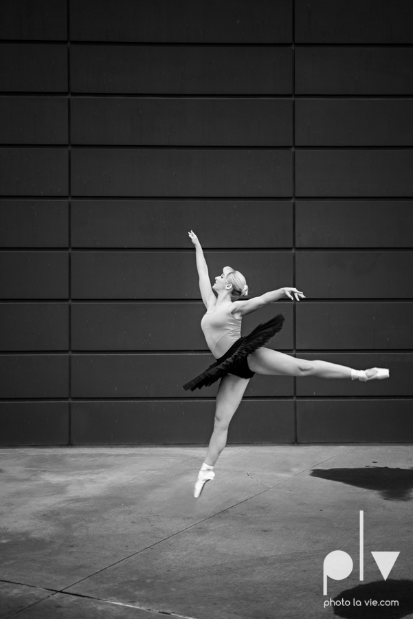ballet dancers pointe shoes dallas arts district texas dfw tutu modern architecture Sarah Whittaker Photo La Vie-15.JPG