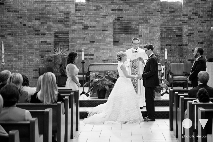 LindsayJohn Wedding Fort Worth catholic country green navy Photo La Vie-31.JPG