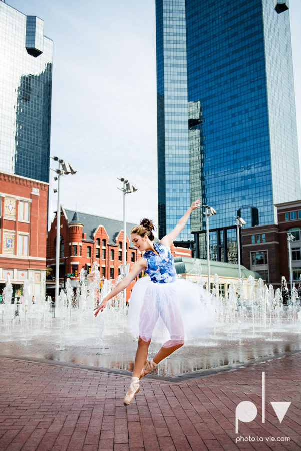 Claire Downtown Fort Worth campus sundance square ballerina ballet pointe garage urban senior dancer Sarah Whittaker Photo La Vie-5.JPG