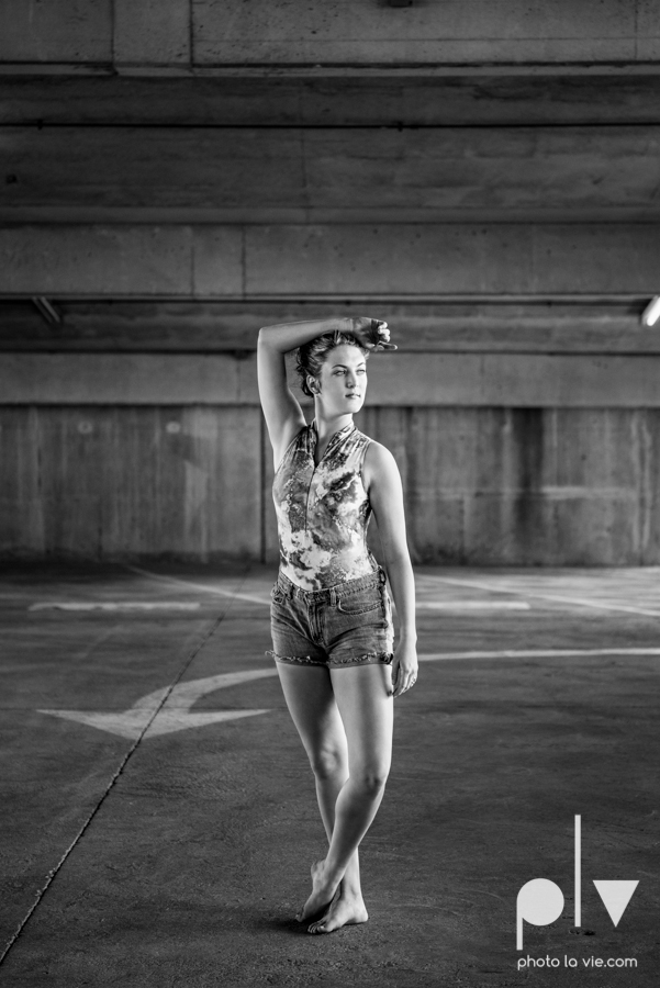 Claire Downtown Fort Worth campus sundance square ballerina ballet pointe garage urban senior dancer Sarah Whittaker Photo La Vie-21.JPG