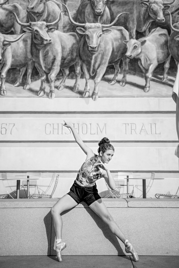 Photo La Vie Sarah Whittaker senior photographer photography family DFW Dallas Fort Worth downtown dancer ballet ballerina pointe sundance square-1.JPG