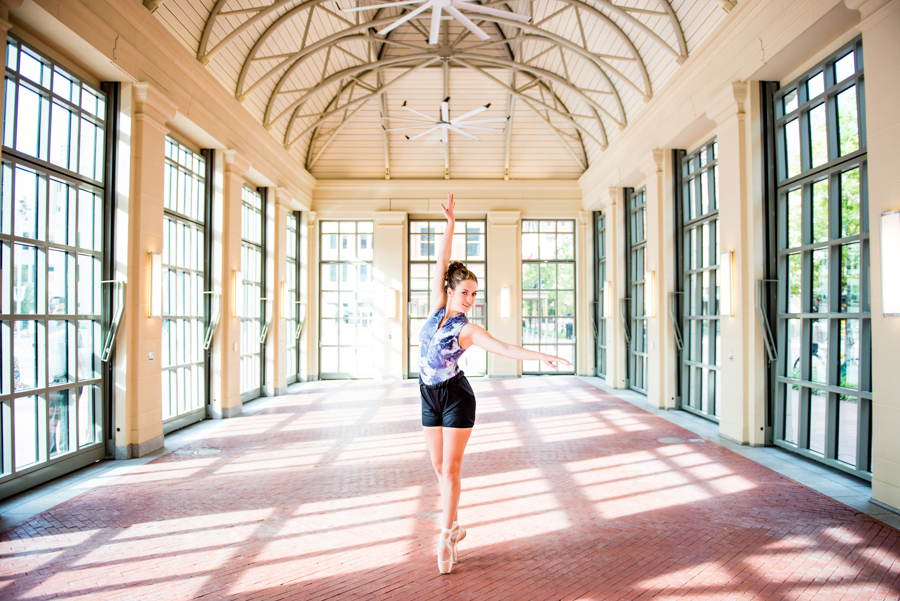 Photo La Vie Sarah Whittaker senior photographer photography family DFW Dallas Fort Worth downtown dancer ballet ballerina pointe sundance square-2.JPG