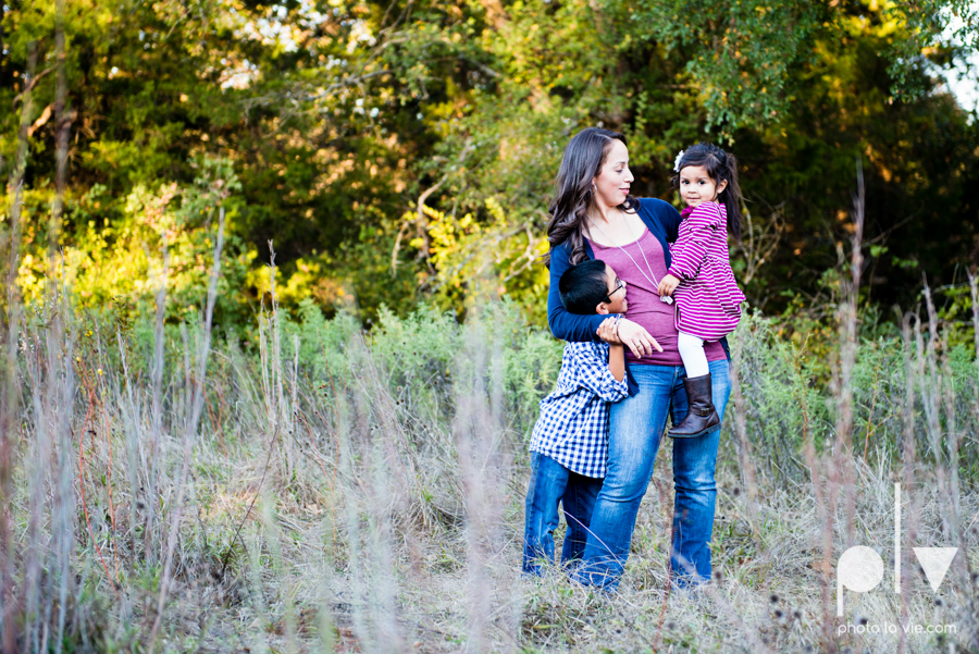 Family mini session Mansfield Oliver Nature Park Texas fall outdoors children siblings small young mom Sarah Whittaker Photo La Vie-8.JPG
