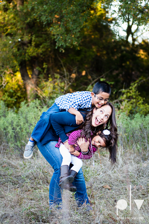 Family mini session Mansfield Oliver Nature Park Texas fall outdoors children siblings small young mom Sarah Whittaker Photo La Vie-9.JPG