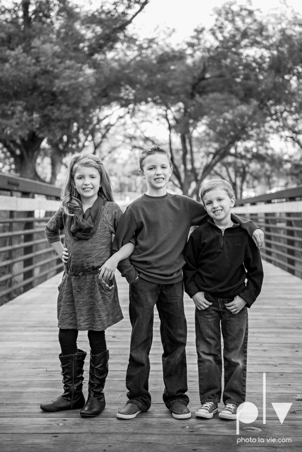 Family mini session Mansfield Oliver Nature Park Texas fall outdoors children siblings small young mom Sarah Whittaker Photo La Vie-4.JPG