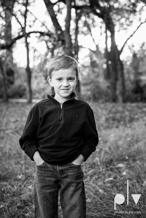Family mini session Mansfield Oliver Nature Park Texas fall outdoors children siblings small young mom Sarah Whittaker Photo La Vie-7.JPG