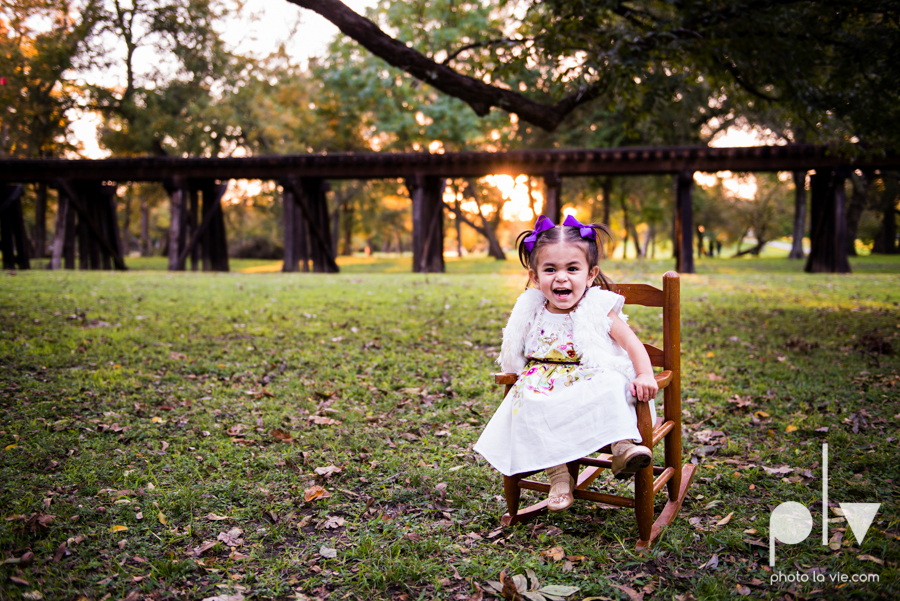 family session fort worth downtown trinity park fall group children siblings large Sarah Whittaker Photo La Vie-9.JPG