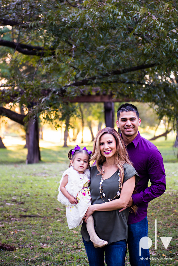 family session fort worth downtown trinity park fall group children siblings large Sarah Whittaker Photo La Vie-2.JPG