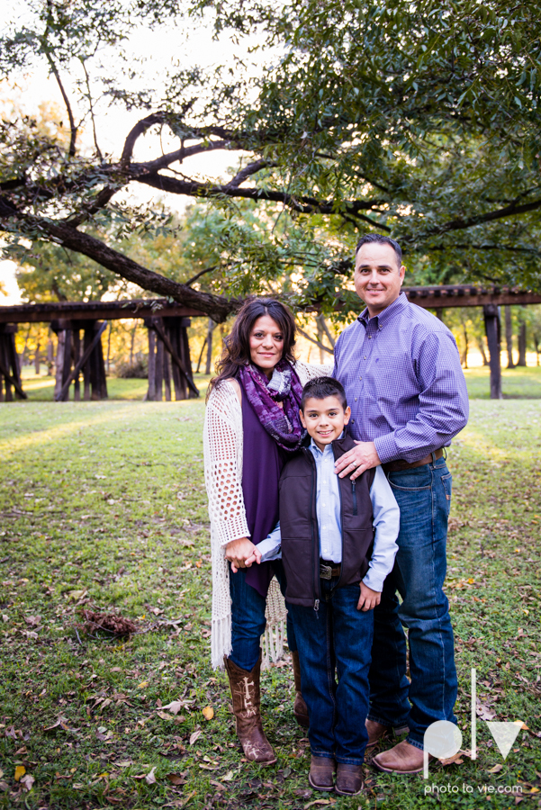 family session fort worth downtown trinity park fall group children siblings large Sarah Whittaker Photo La Vie-1.JPG