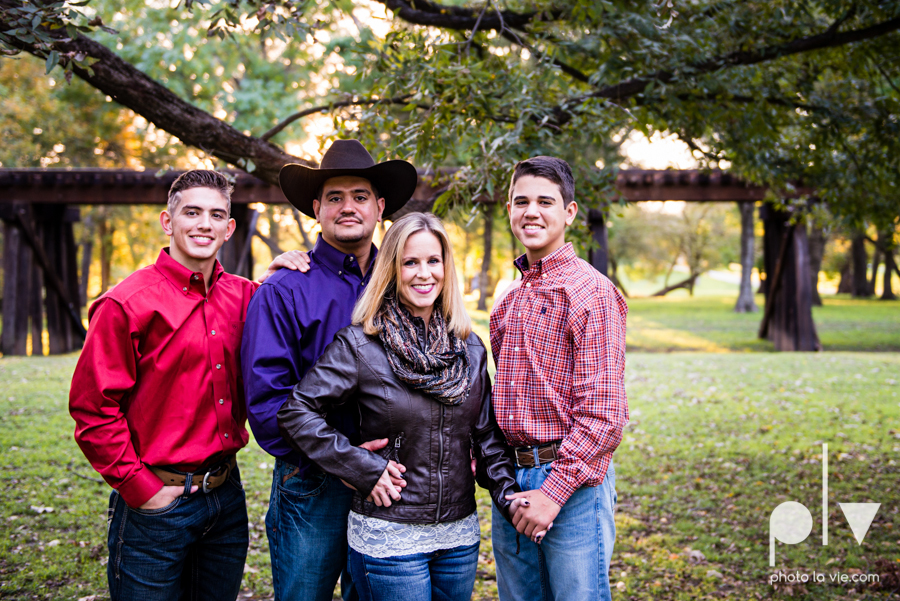 family session fort worth downtown trinity park fall group children siblings large Sarah Whittaker Photo La Vie-5.JPG