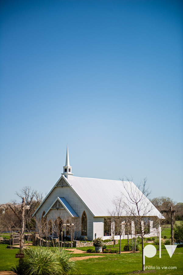 demi keith wedding married the brooks at weatherford texas dfw lace outdoor cow spring summer Sarah Whittaker Photo La Vie-6.JPG