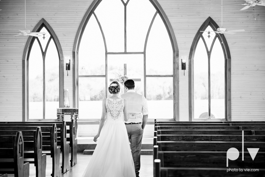 demi keith wedding married the brooks at weatherford texas dfw lace outdoor cow spring summer Sarah Whittaker Photo La Vie-9.JPG