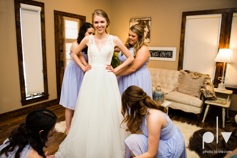 demi keith wedding married the brooks at weatherford texas dfw lace outdoor cow spring summer Sarah Whittaker Photo La Vie-30.JPG