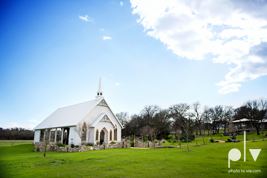 demi keith wedding married the brooks at weatherford texas dfw lace outdoor cow spring summer Sarah Whittaker Photo La Vie-36.JPG