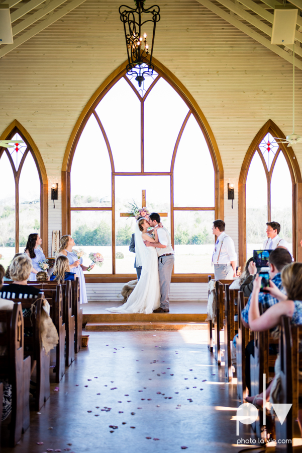 demi keith wedding married the brooks at weatherford texas dfw lace outdoor cow spring summer Sarah Whittaker Photo La Vie-52.JPG