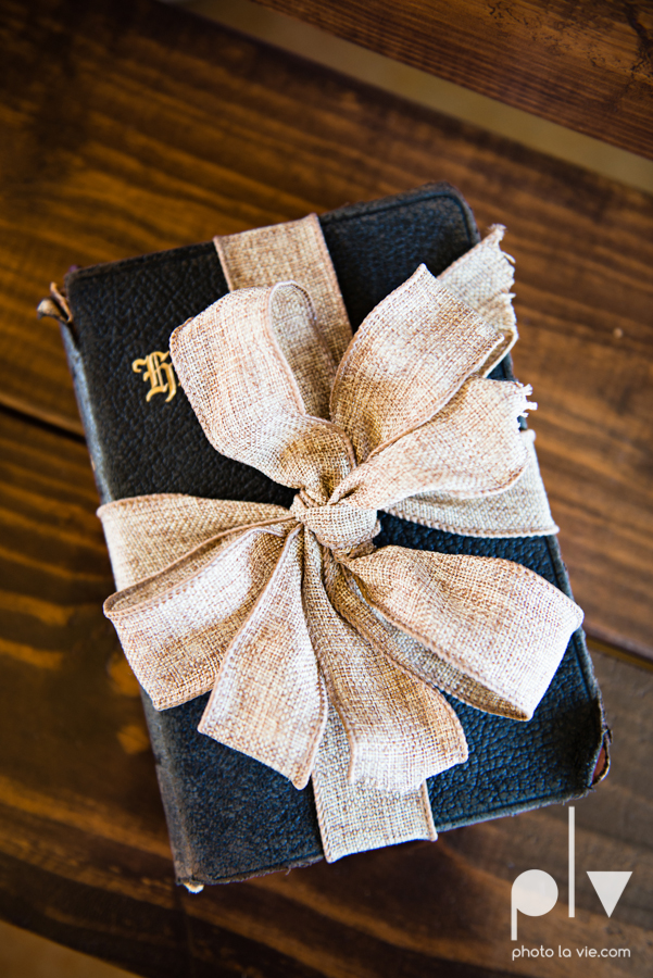demi keith wedding married the brooks at weatherford texas dfw lace outdoor cow spring summer Sarah Whittaker Photo La Vie-56.JPG