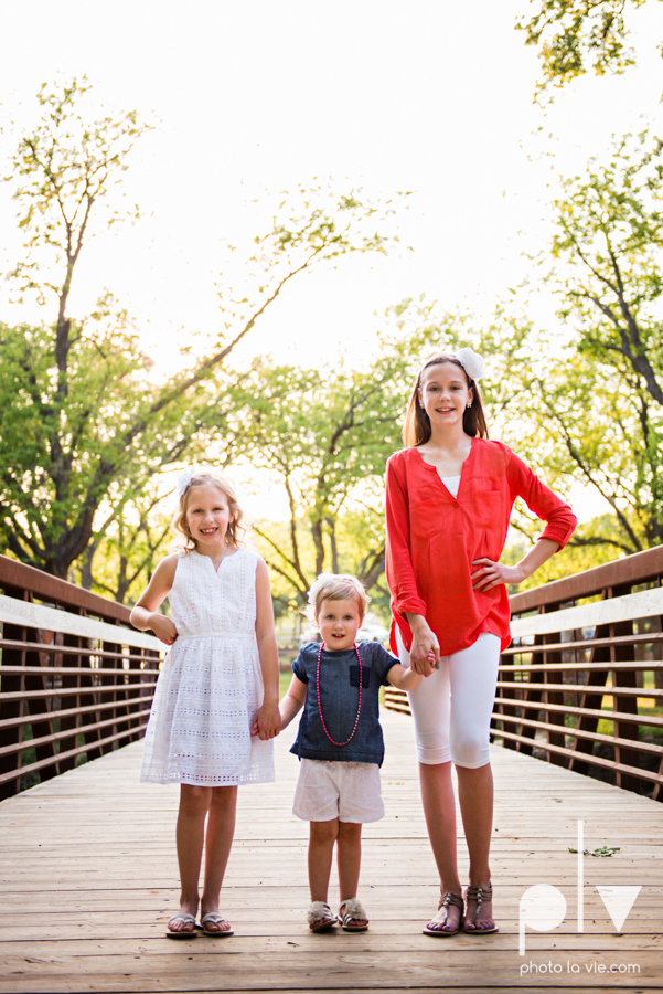sisters girls children siblings mansfield texas park oliver nature spring mini session Sarah Whittaker Photo La Vie-7.JPG