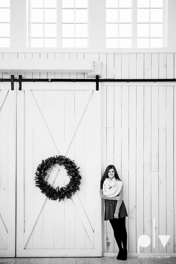 King sisters girls teens quinlan texas white sparrow barn outdoors holiday christmas session Sarah Whittaker Photo La Vie-1.JPG