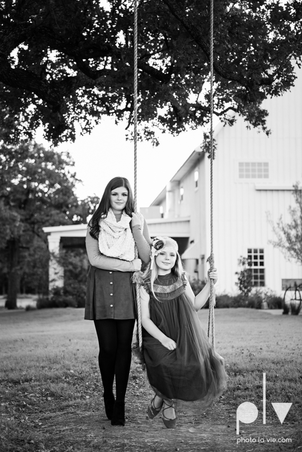 King sisters girls teens quinlan texas white sparrow barn outdoors holiday christmas session Sarah Whittaker Photo La Vie-8.JPG