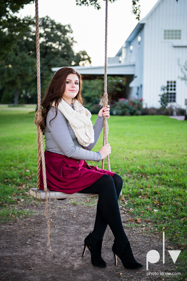 King sisters girls teens quinlan texas white sparrow barn outdoors holiday christmas session Sarah Whittaker Photo La Vie-9.JPG