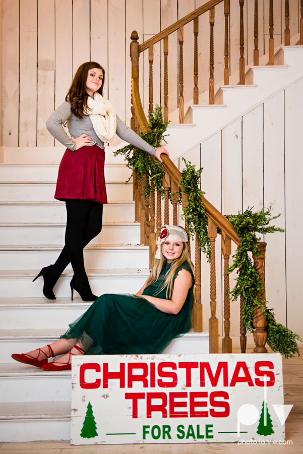 King sisters girls teens quinlan texas white sparrow barn outdoors holiday christmas session Sarah Whittaker Photo La Vie-11.JPG